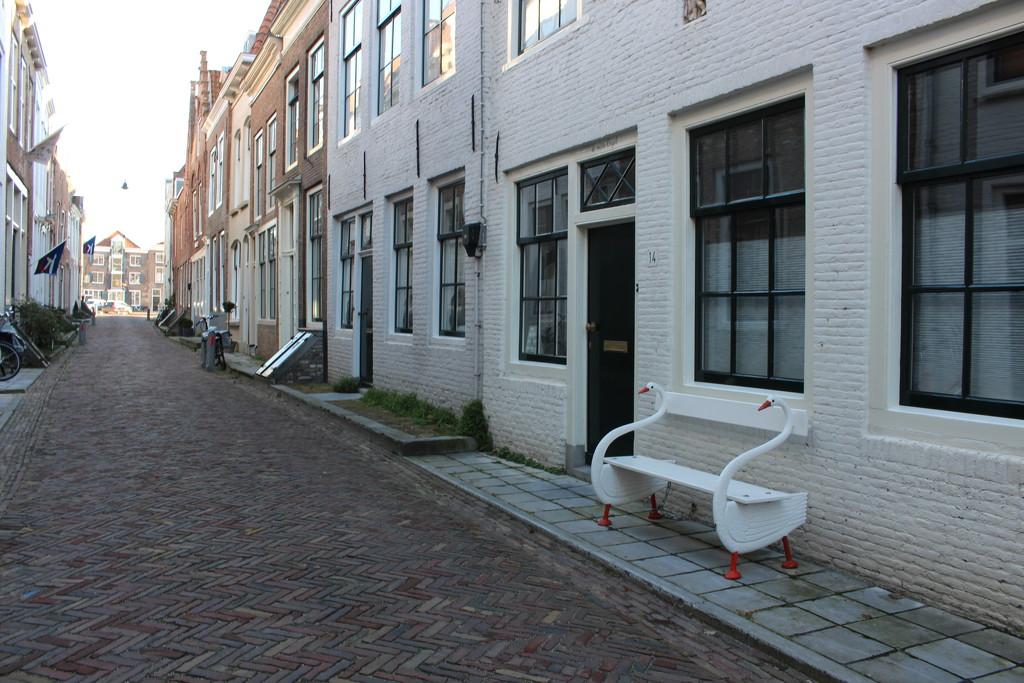 Swan bench by pyrrhula