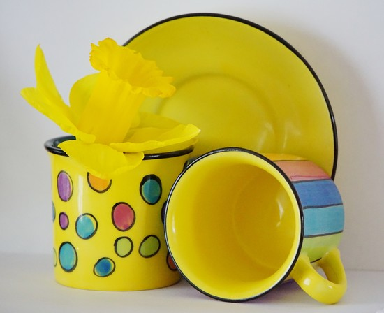 daffodil and small coffee cups by quietpurplehaze