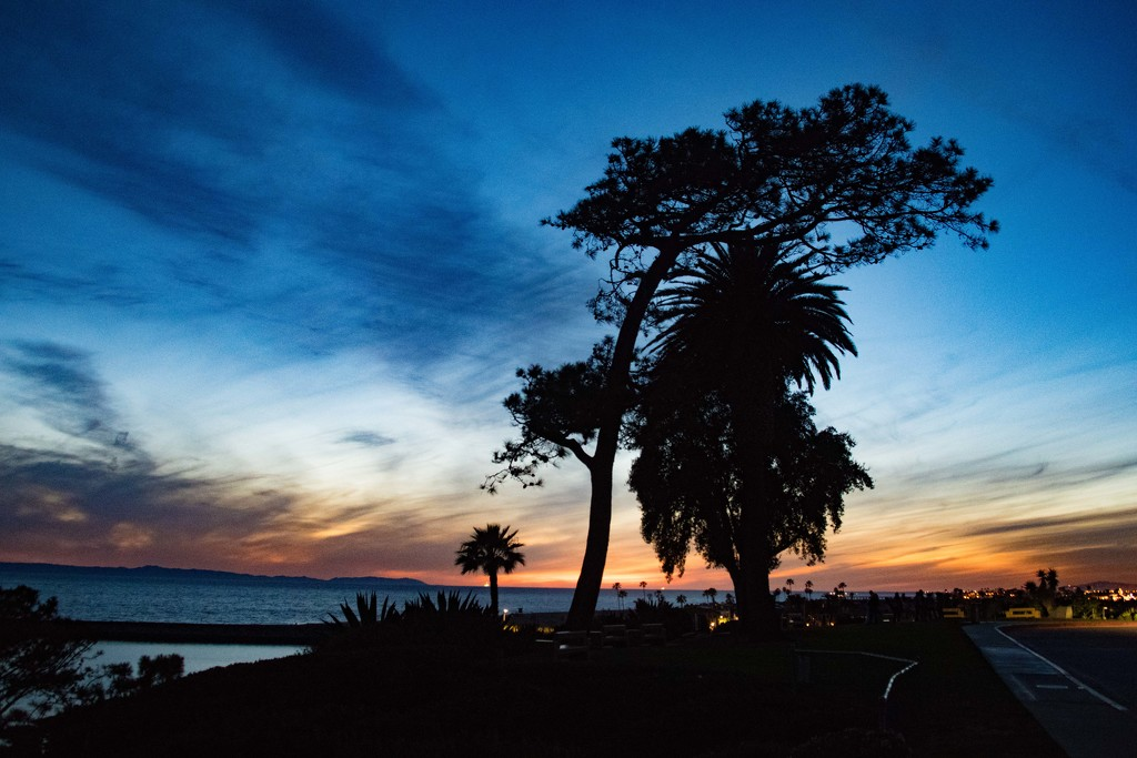 Dusk in Southern California by stray_shooter