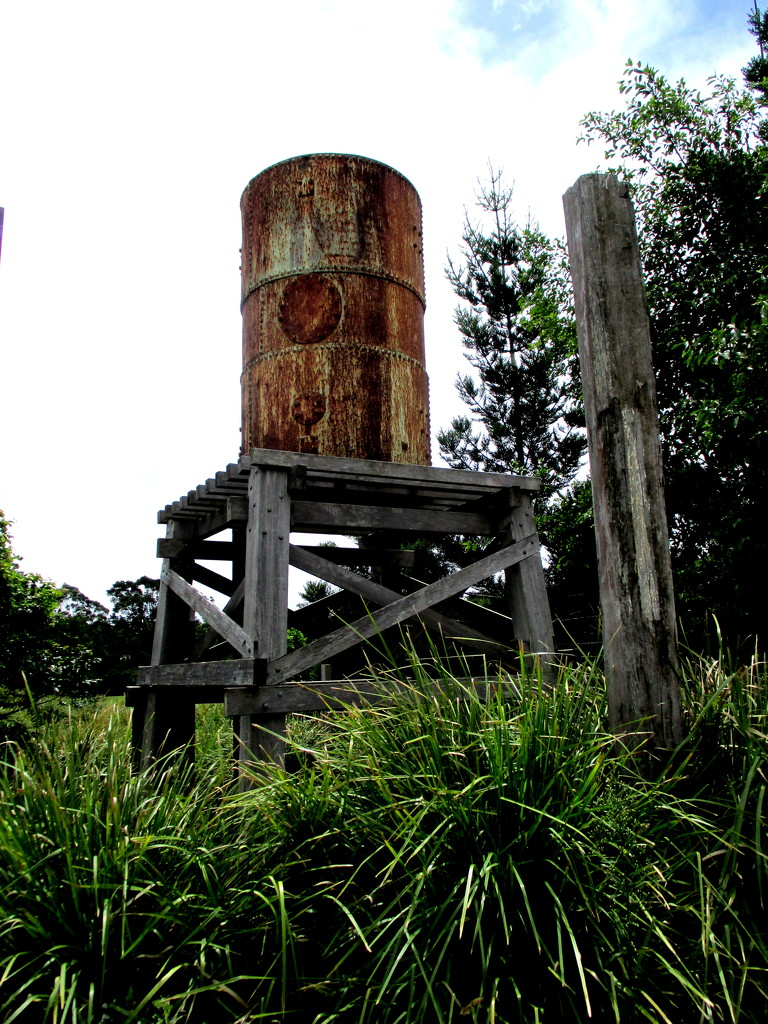 Old  Tank stand  Cooroy by 777margo