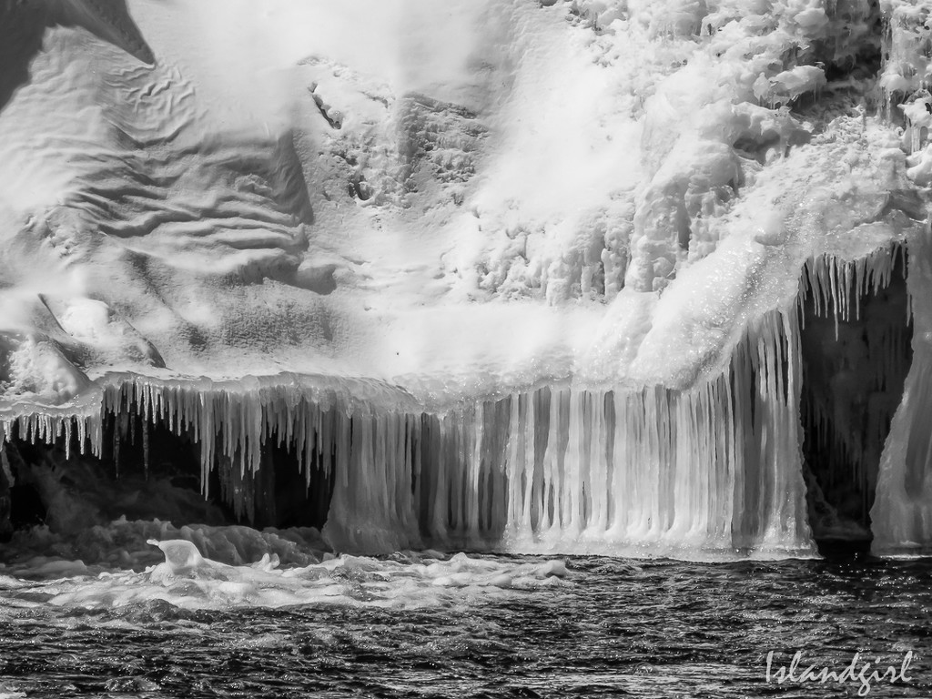 Falls, water and Ice  by radiogirl