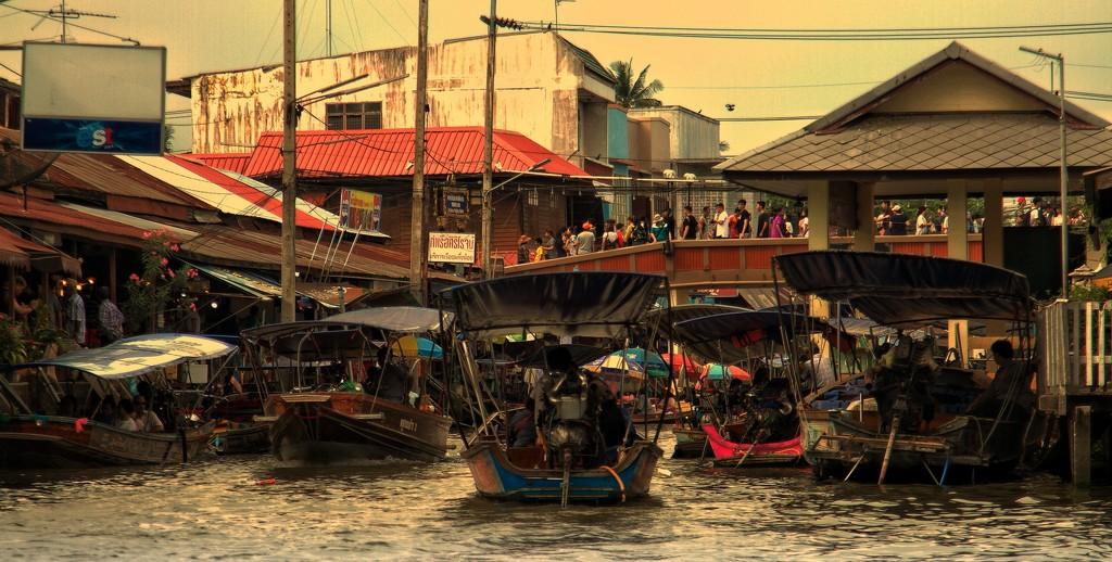 Amphawa floating market.  by leananiemand