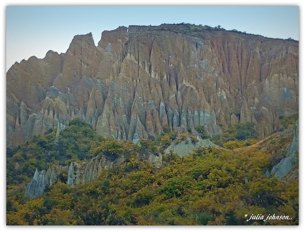 Omamara Clay Cliffs .. by julzmaioro