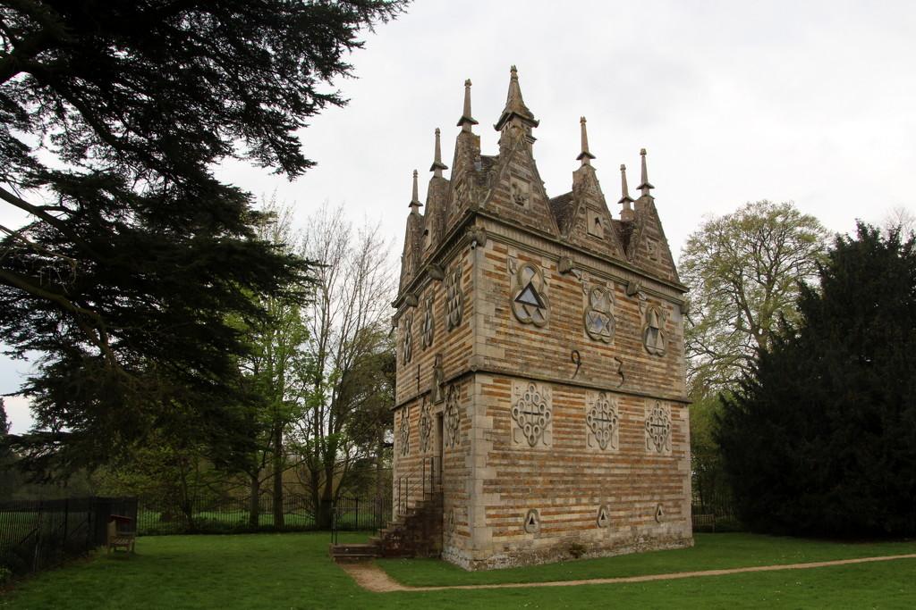 Rushton Triangular Lodge by busylady