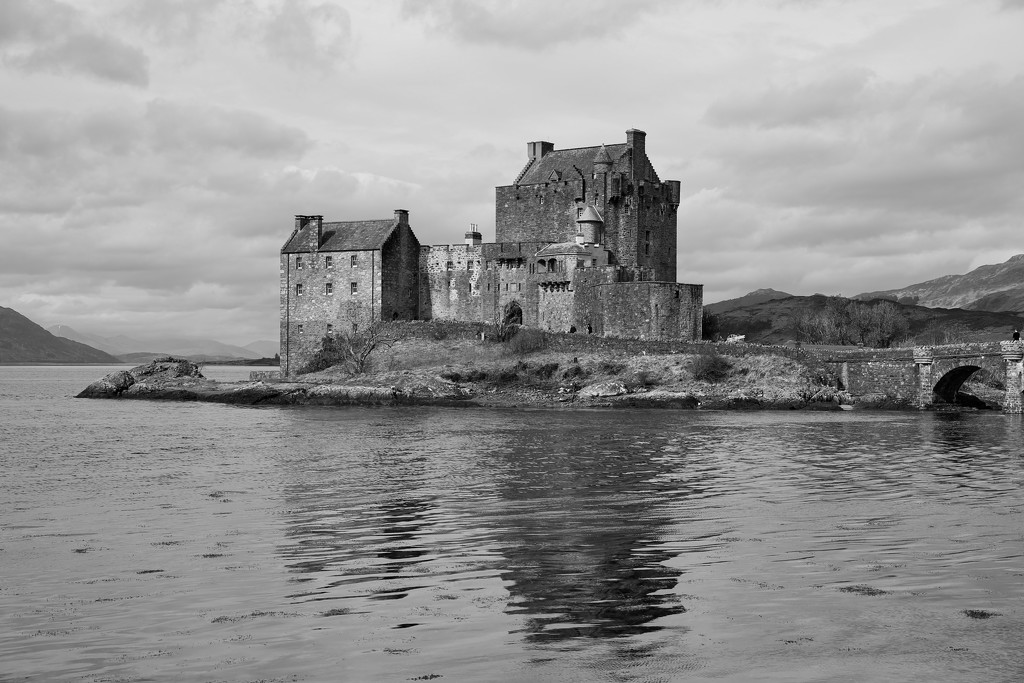 113/365 - Eilean Donan Castle by wag864