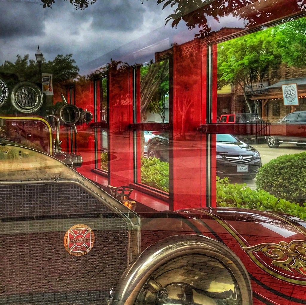 Roanoke's antique fire engine number #1 by louannwarren