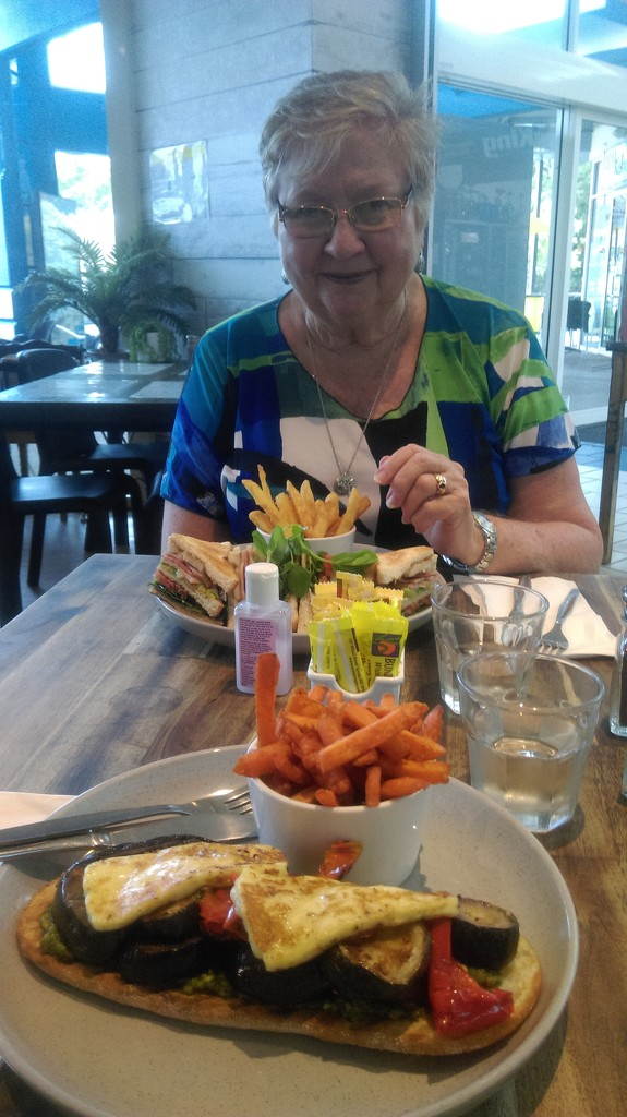 Lunch With Mum by mozette