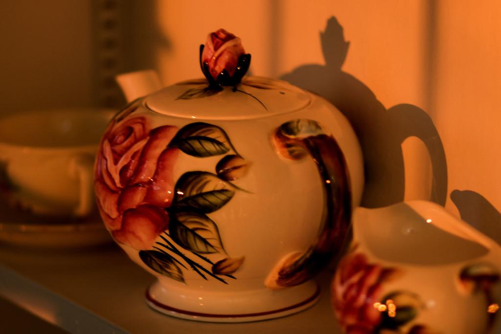 Teapot at Sunset by lynbonn