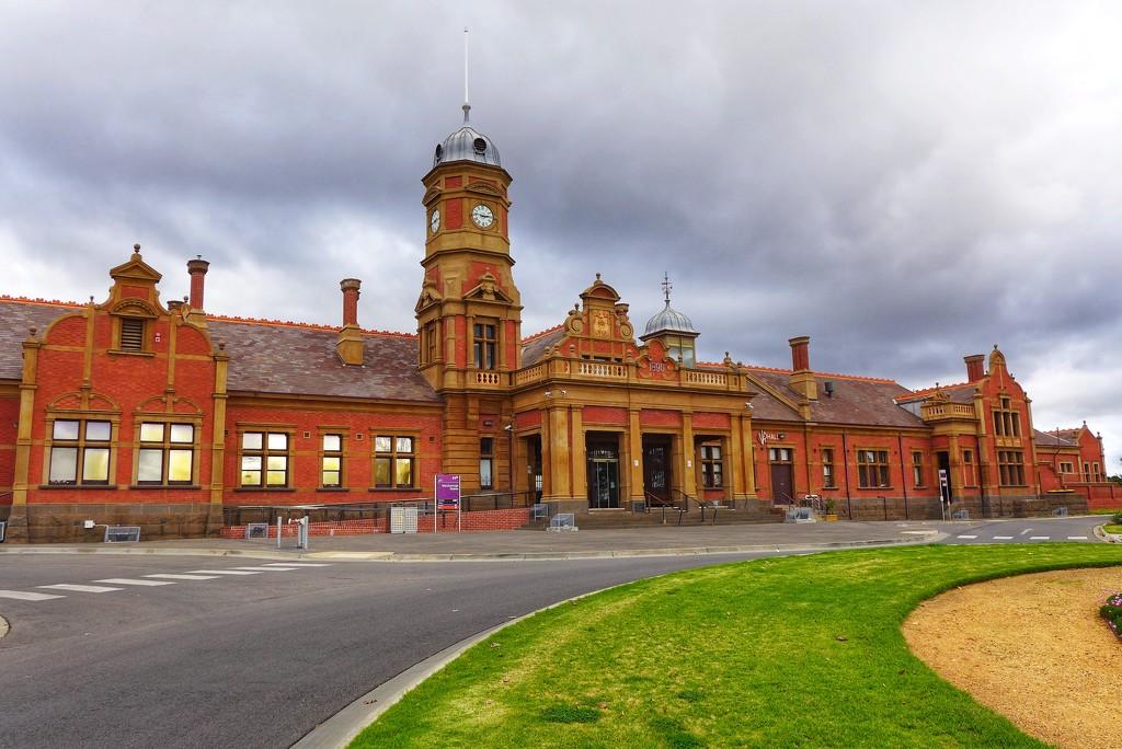 Maryborough Railway Station by leggzy