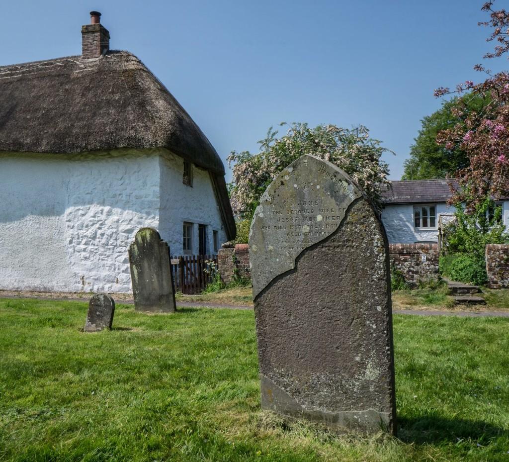 127 - Church Cottage, Avebury (2) by bob65
