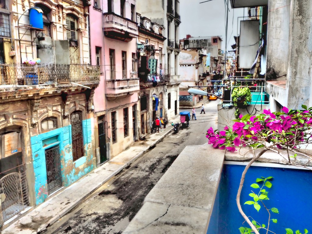 Streets of Havana  by suesmith
