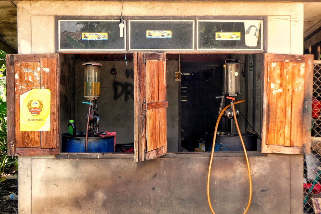 The Petrol station. by leananiemand