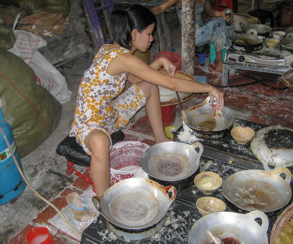 3-wok woman by golftragic