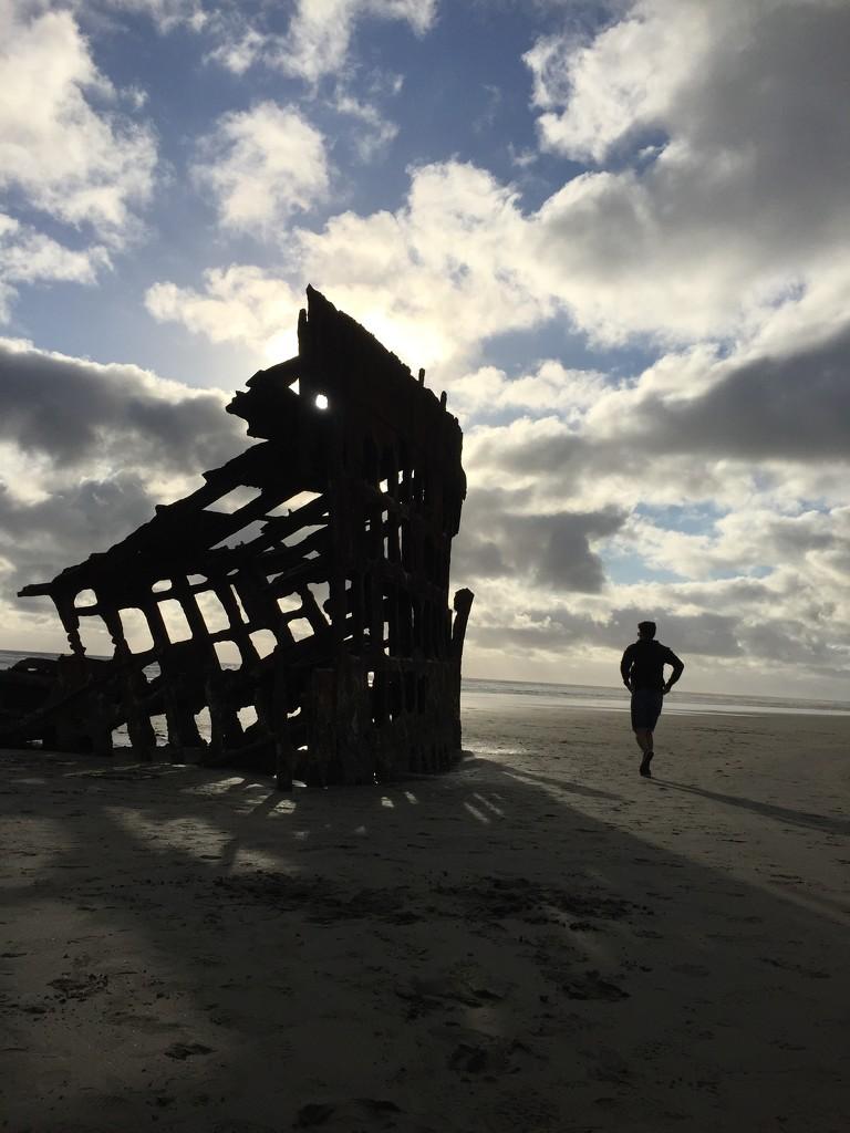 Shipwreck near Astoria by bilbaroo