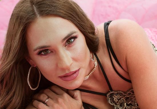 Model: Katia Miroshnichenko by erikeweaver