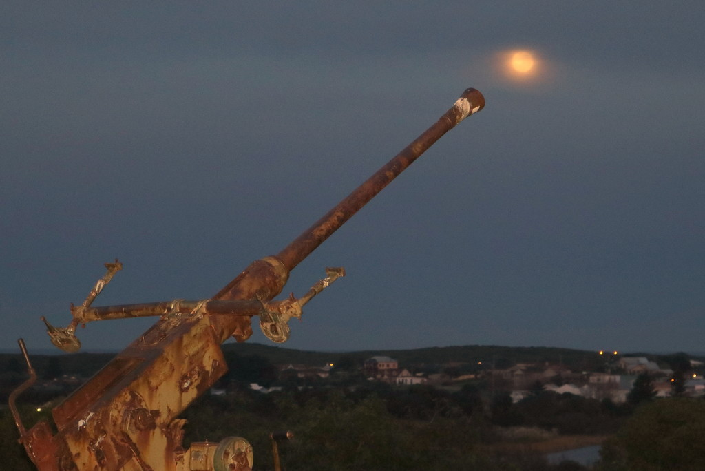 Shooting the moon by gilbertwood