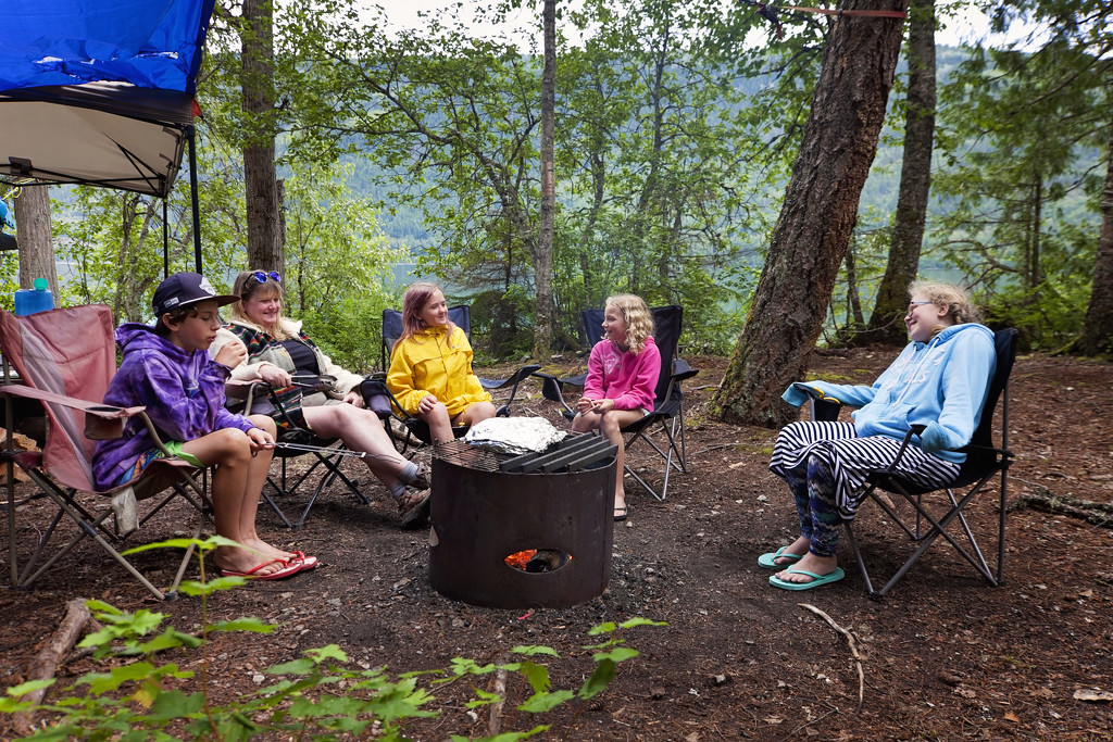 Lunch around the campfire by kiwichick