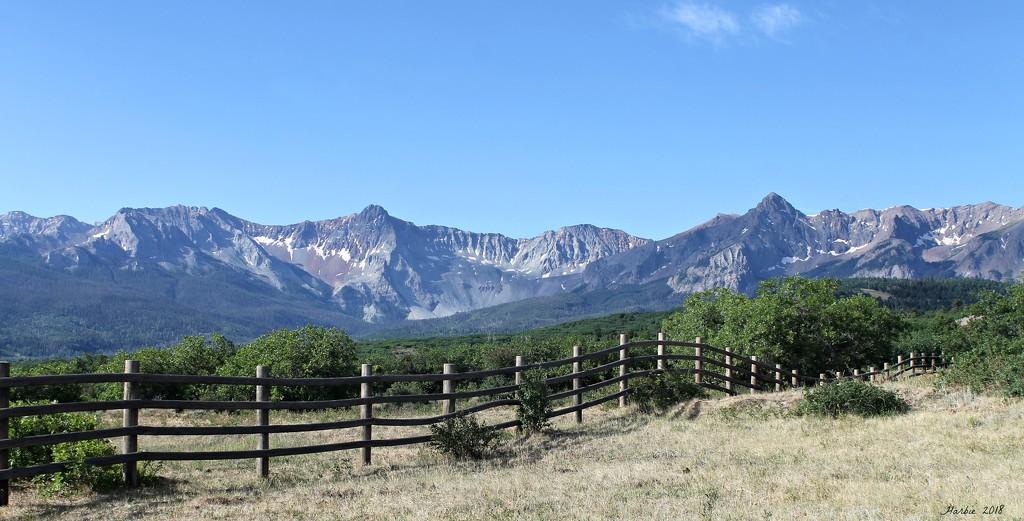 San Juan Mountain Range by harbie