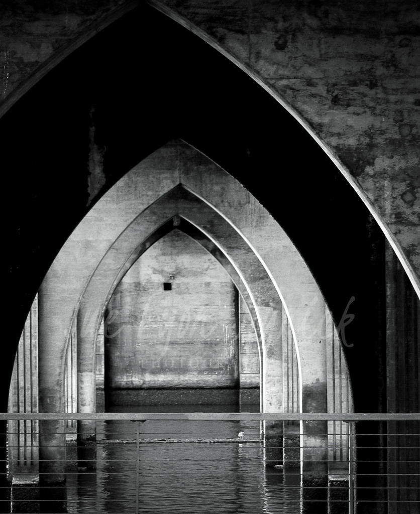 Under the Bridge by mamazuzi