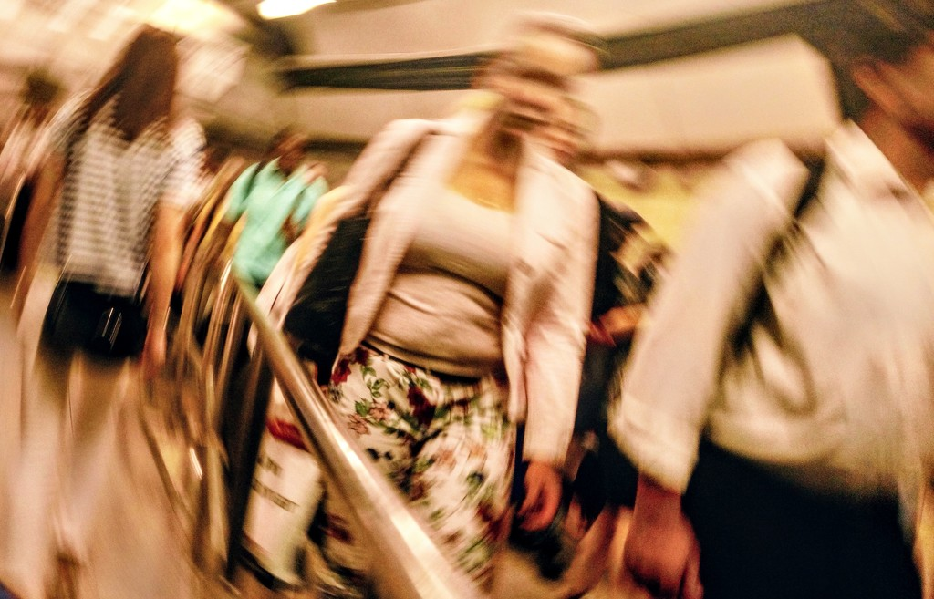 Rush hour at Victoria station by boxplayer