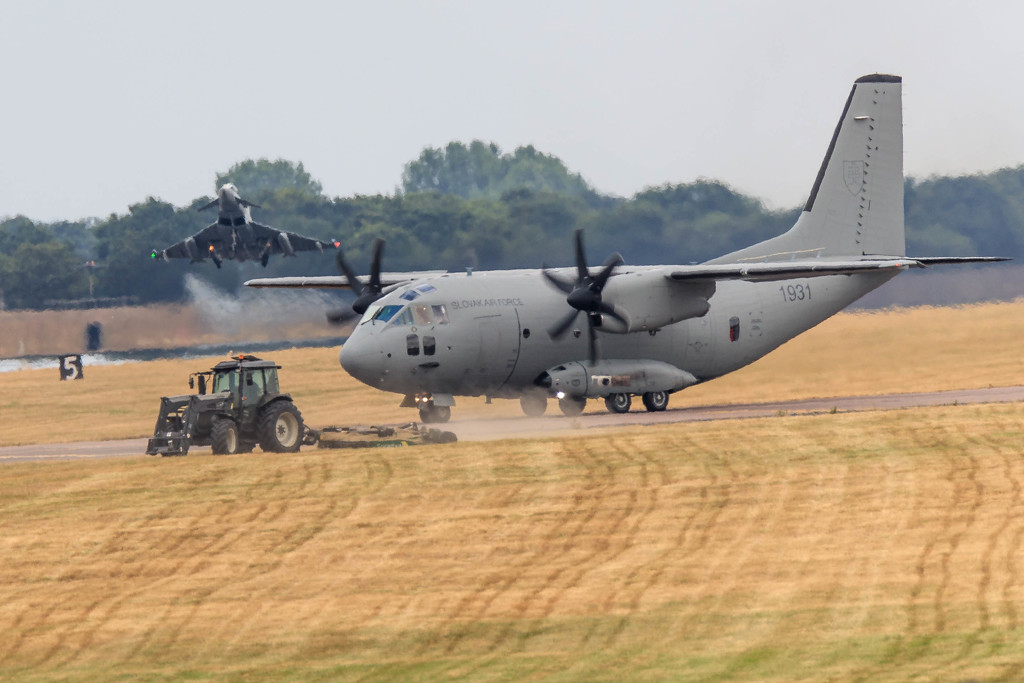 Cutting it fine at RAF Coningsby!! by padlock