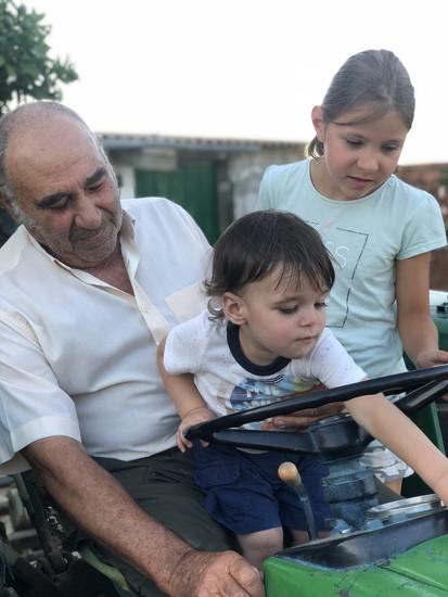 Con Abuelo Victor y Prima Carlotta by jtsanto