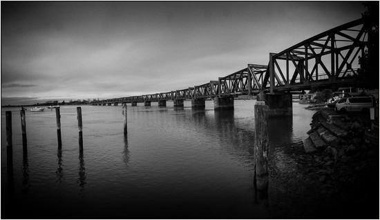 Rail Bridge by nzkites