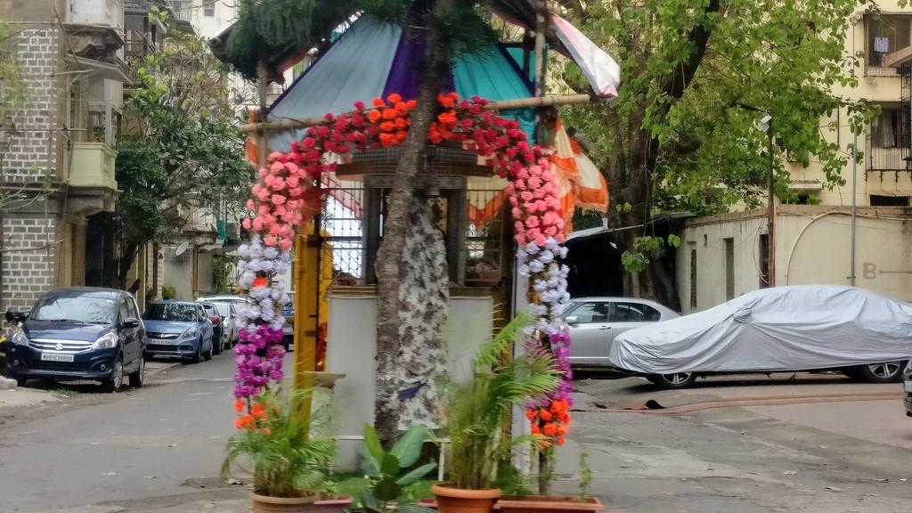 Roadside altar by veengupta