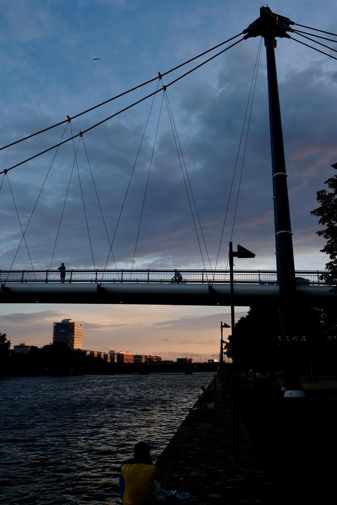 Bridge dividing the sky  by vincent24