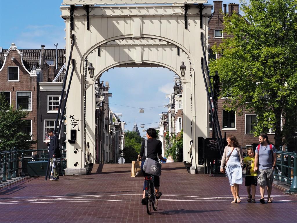 Magere brug (skinny bridge) in Amsterdam by jacqbb