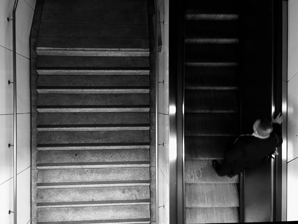 Escalator by vincent24