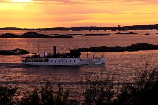Sunset cruise by kiwinanna