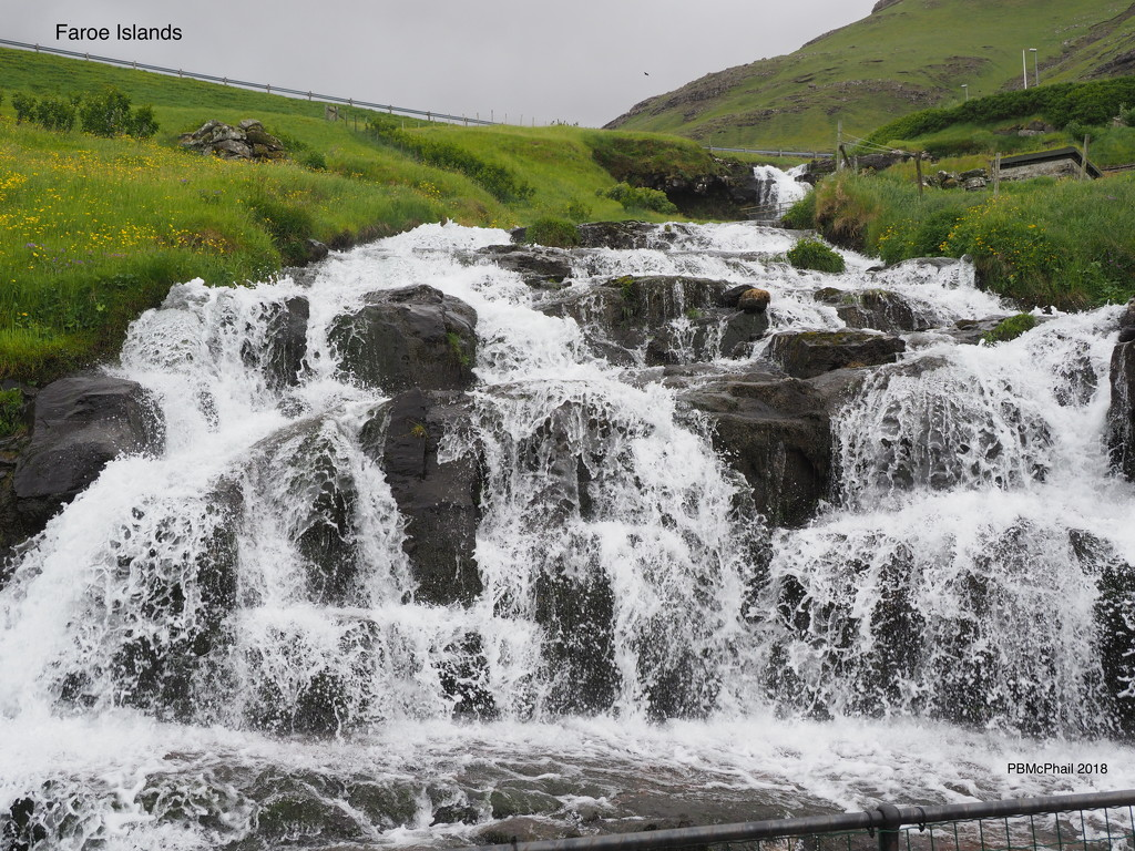 Faroe Waterfall by selkie