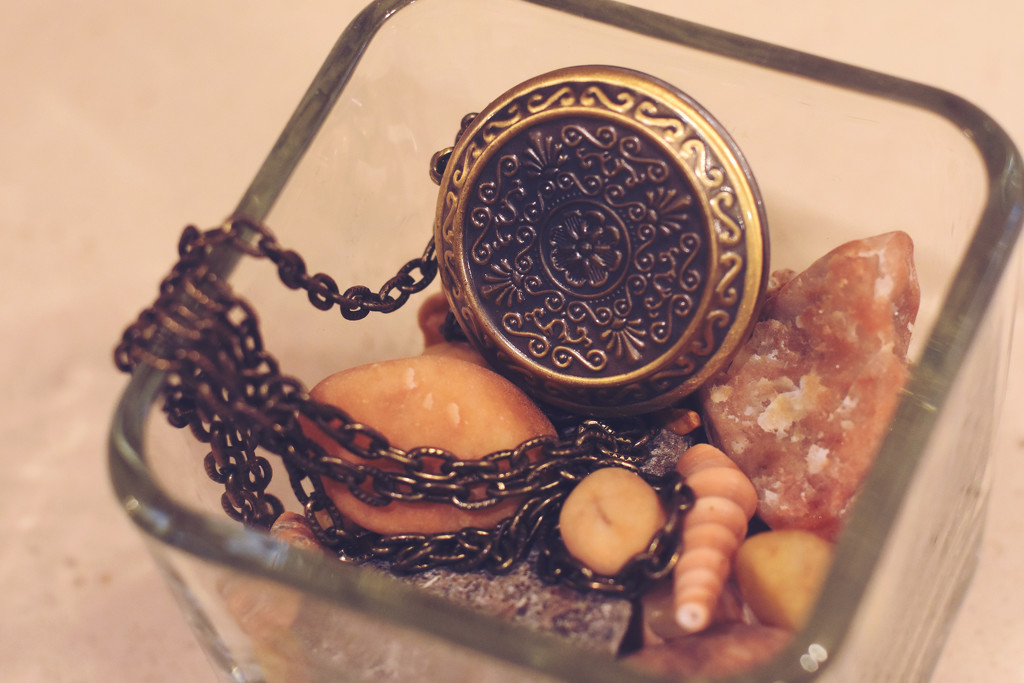 Trinkets by karasoo2