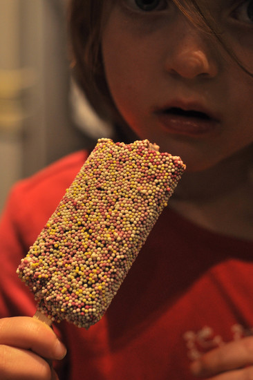 Nobbly bobbly by overalvandaan