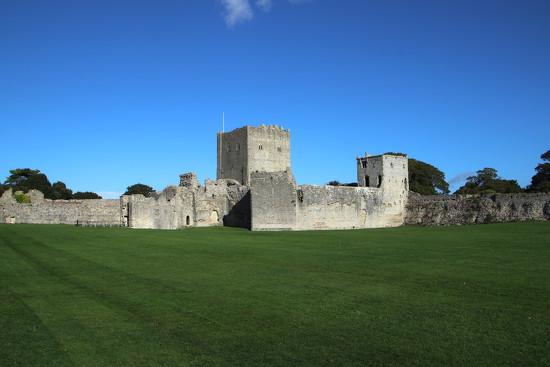Portchester Castle by davemockford