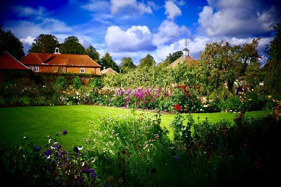 Gumby Hall Gardens by carole_sandford