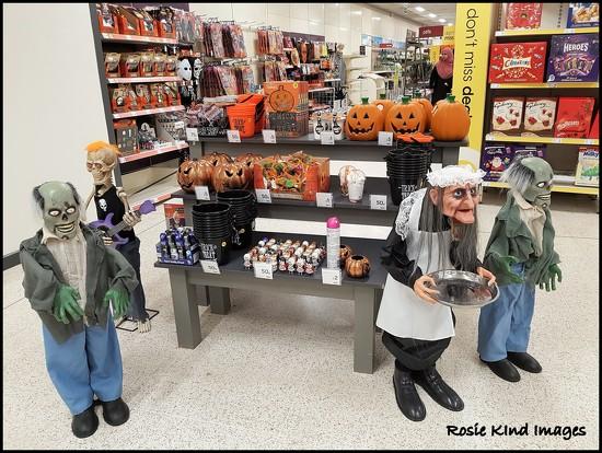 Gettig ready for Halloween by rosiekind