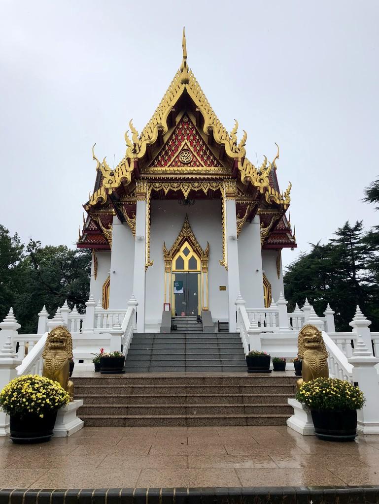 Buddhapadipa Temple by rumpelstiltskin