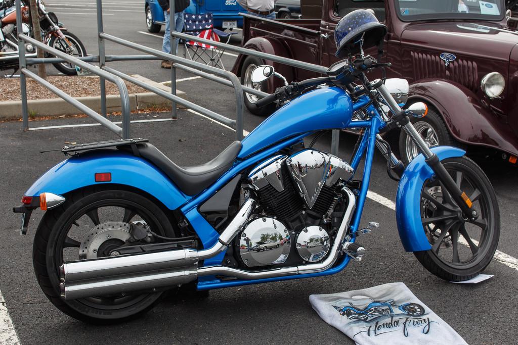 Motorcycle at the Car Show by batfish