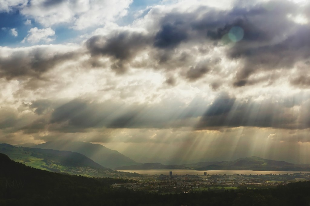 2018-10-07 crepuscular rays by mona65