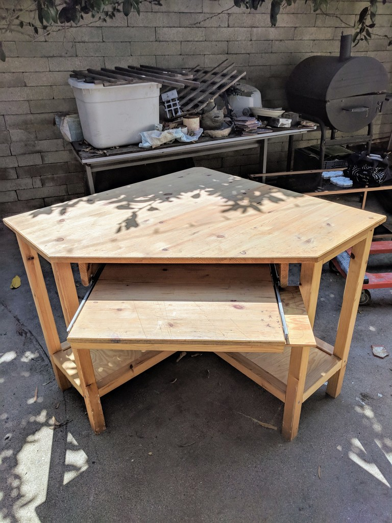 I want to sell this desk by bambilee