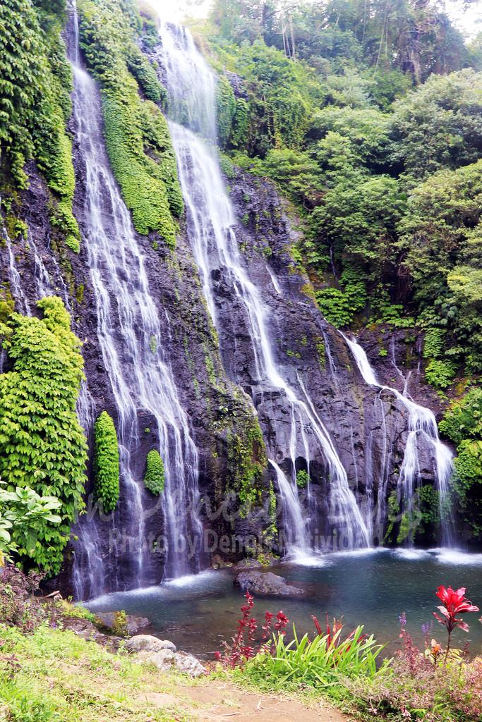 Banyumala Twin Waterfalls by iamdencio