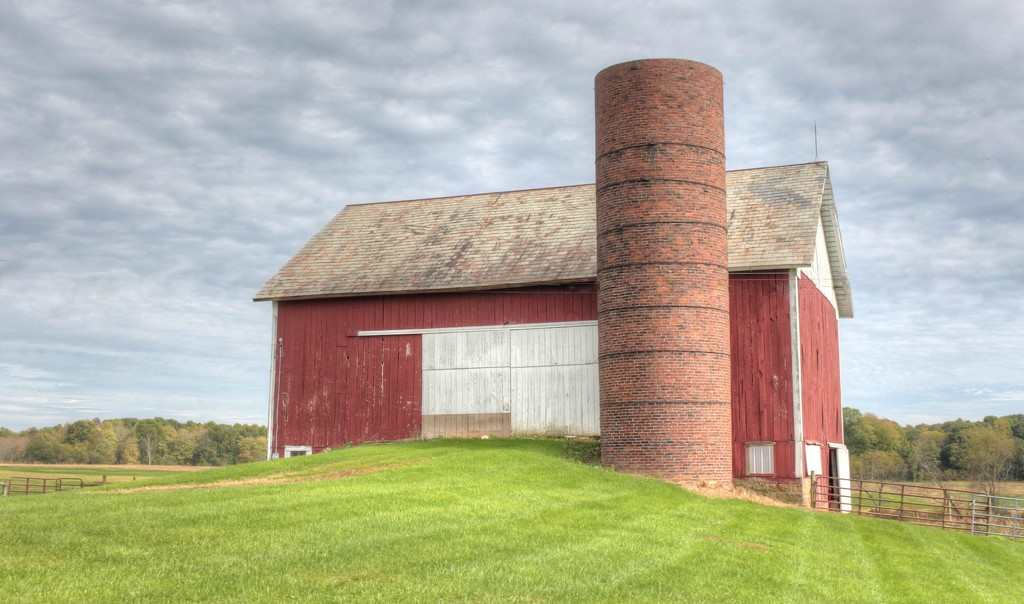 Barn by mittens