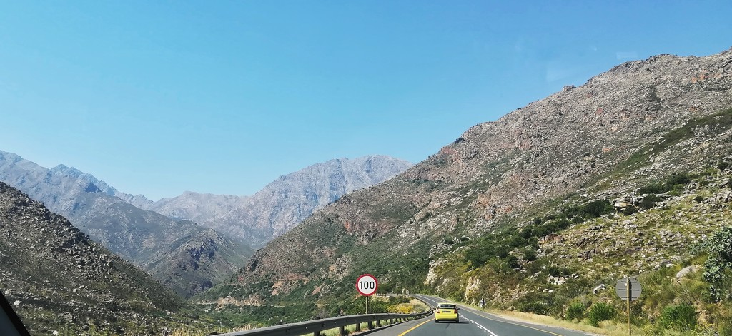 Into the mountains  by salza