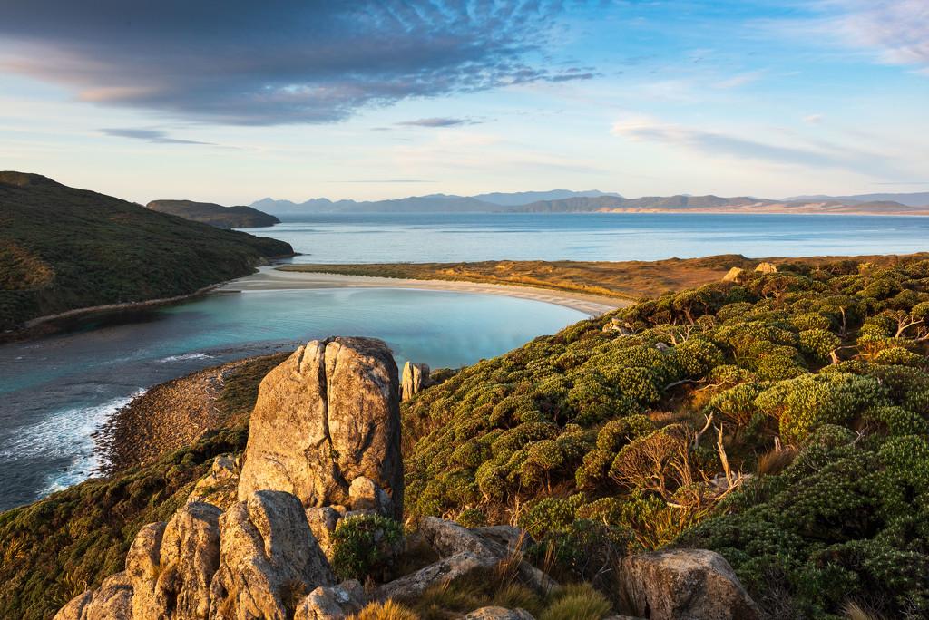 The Gutter - Stewart Island by yaorenliu
