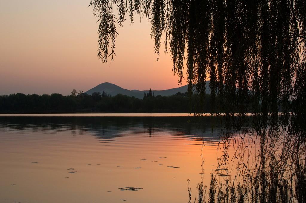Reflection of sunset by blueace
