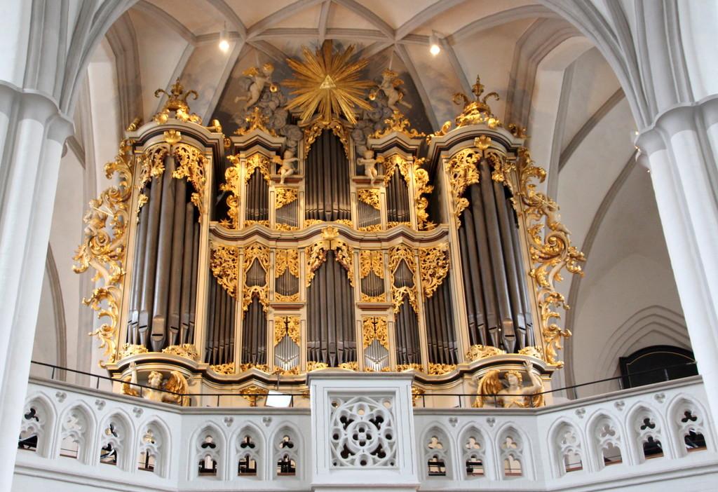 Organ at Marienkirche, Berlin by busylady