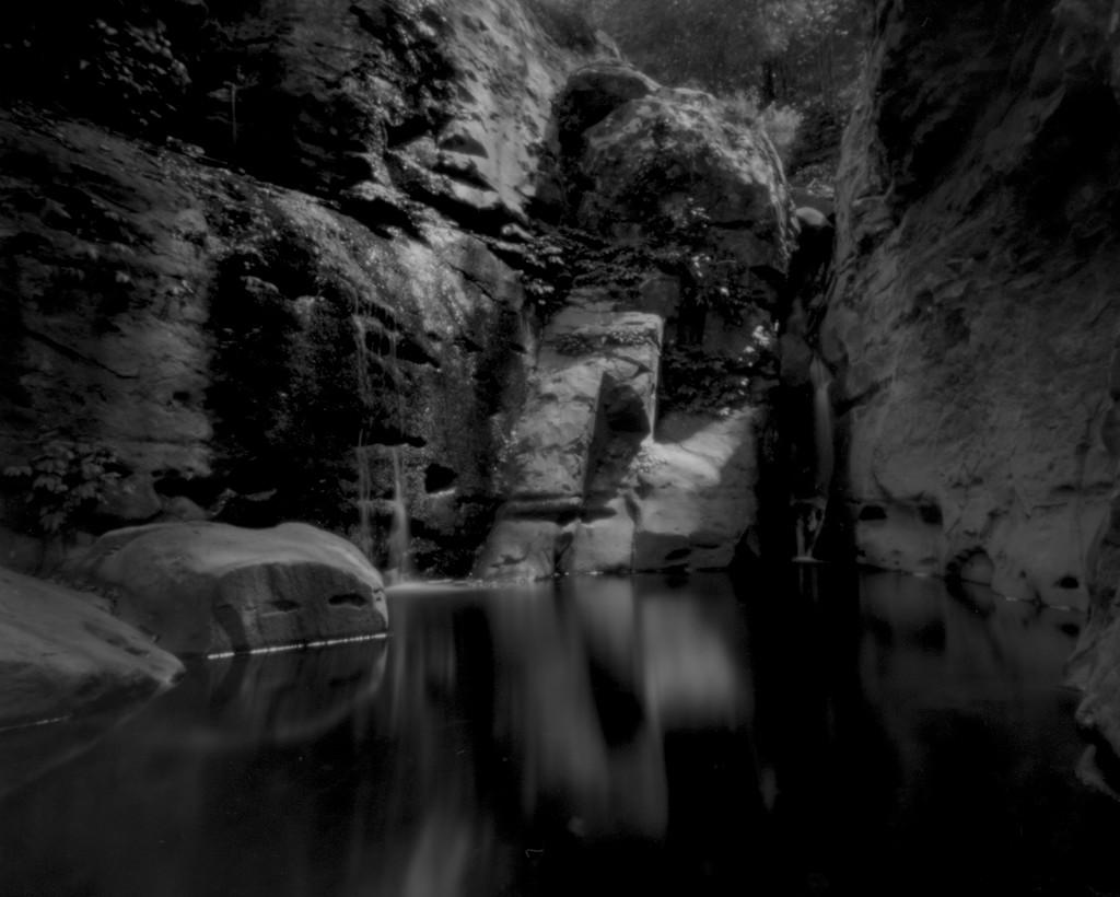 Silent rock pool by peterdegraaff