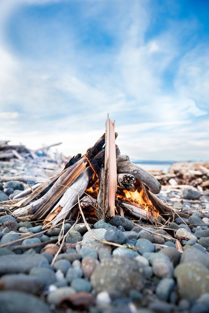 Beach Fire by kwind
